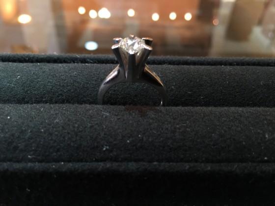ダイヤモンドリング 1カラット