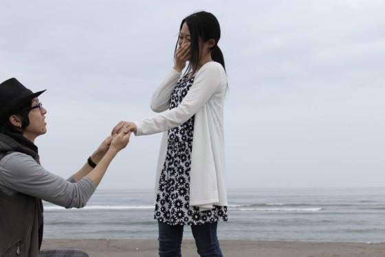 方財の砂浜でプロポーズ!