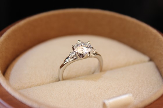 ダイヤモンドの婚約指輪