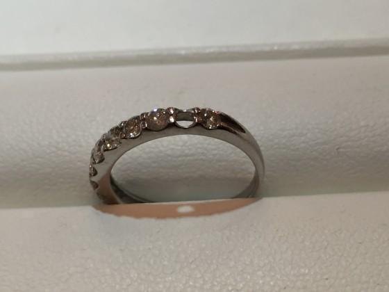 ダイヤモンドが外れた指輪