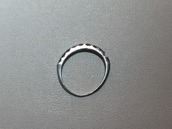 変形したリングの側面画像