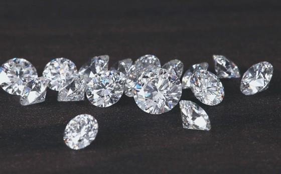 厳選したダイヤモンドだけを